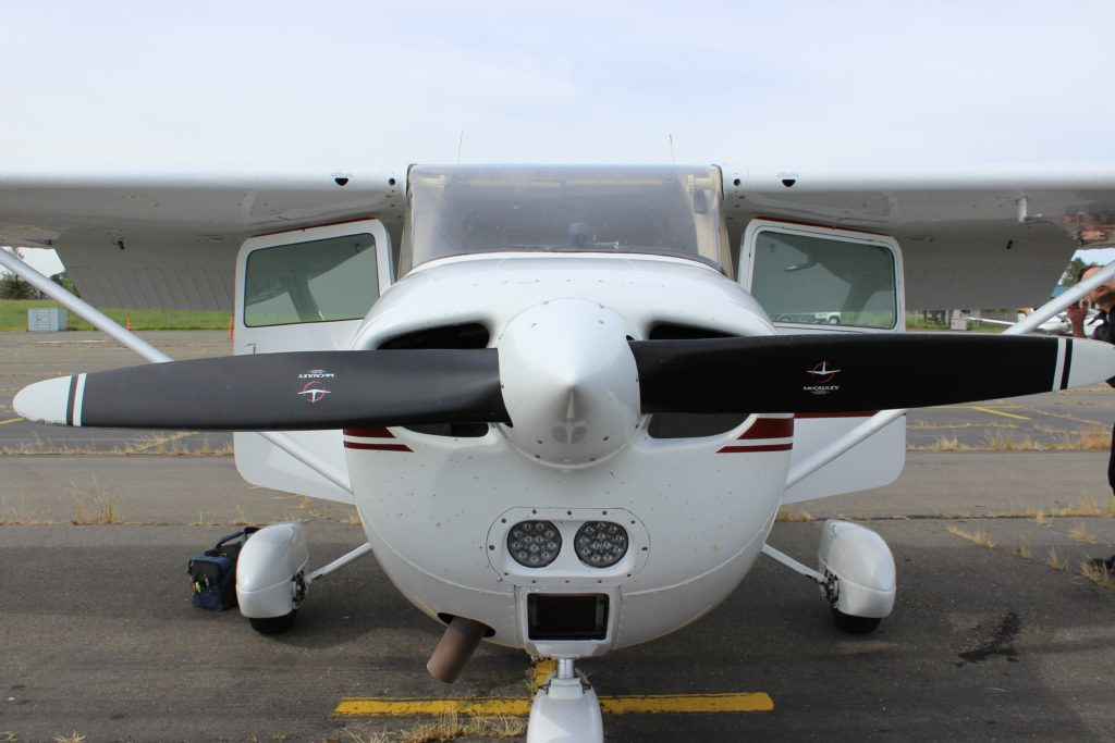 Cessna one propeller airplane front we used for a flight lesson in San Francisco